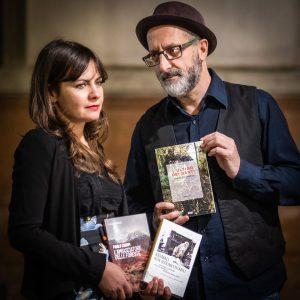 Antonello e Alice nei luoghi della letteratura. Foto di Emiliano Zampella